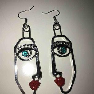 Frakt ingår i priset! Coola örhängen från H&M!😋