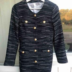 Säljer min kappa från MORRIS LADY. Använd ett fåtal gånger, i bra skick! Storlek 34, Nypris 3800:-
