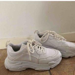 Supersnygga sneakers från nelly! Endast använda ett fåtal gånger och säljs pga ingen användning💖