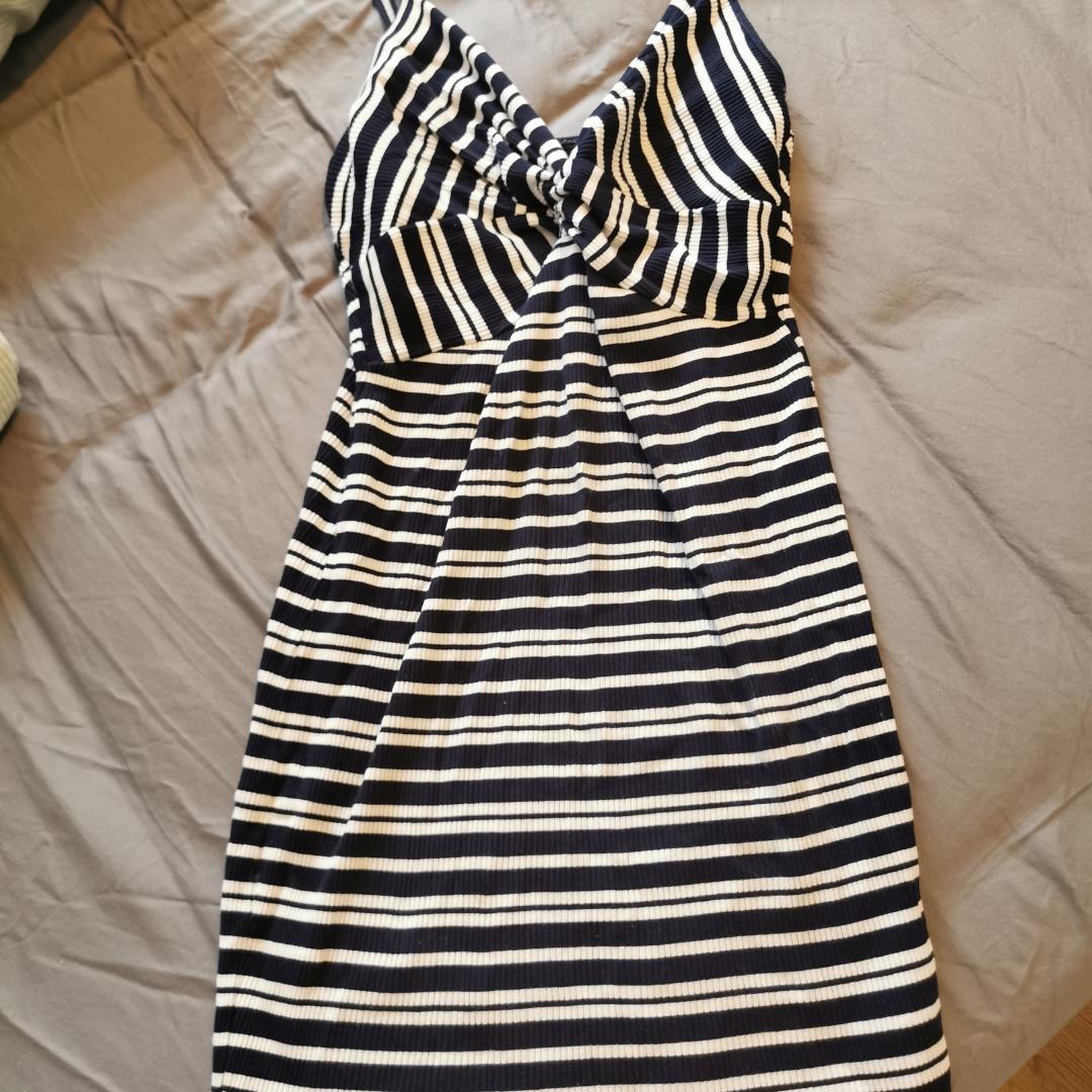 Jättefin, somrig klänning från Bik Bok i bra skick. Kan mötas upp i Stockholm eller frakta. Köparen står för frakten❣️. Klänningar.