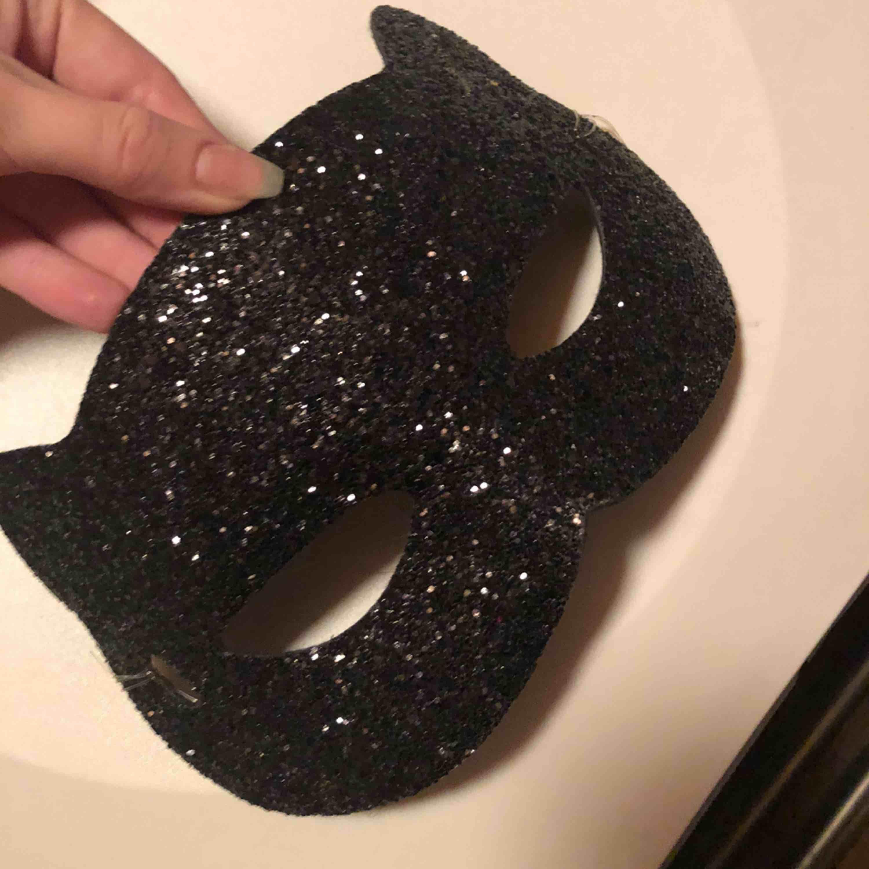 Säljer denna Catwoman mask. Övrigt.