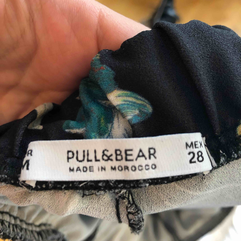 Högmidjade byxor, bra kvalitet . Jeans & Byxor.