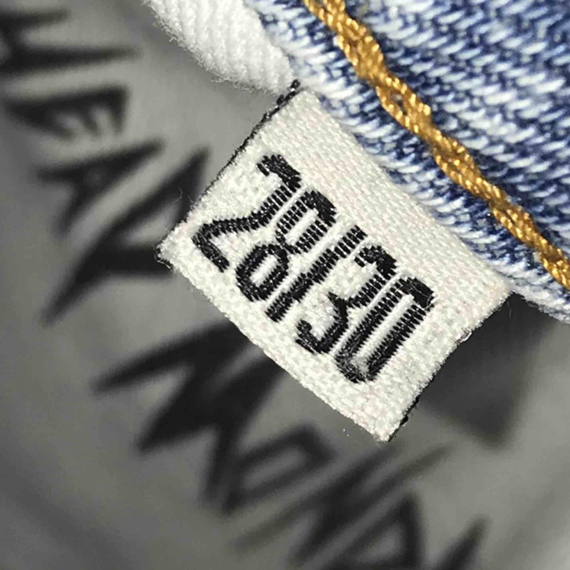 💕Fina ljusblåa mom jeans från cheap monday i modellen Donna. De har slitningar på och under fickorna (se bild 3). Lite använda och relativt nya. Kan skickas mot frakt eller mötas upp i Uppsala.. Jeans & Byxor.