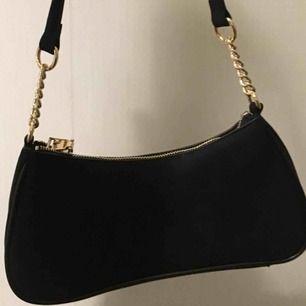 Ball handväska köpt för endast någon vecka sedan och helt i nyskick! Frakt tillkommer.🥰