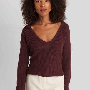 Stickad tröja ifrån nakd i vinröd/ lila färg. Nypris 299kr använd 2-3 gånger.