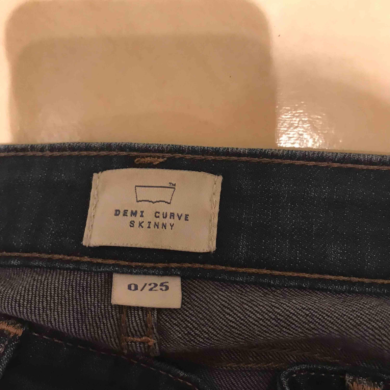 Använda ca 2 ggr. Jeans & Byxor.