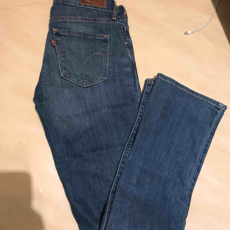 Bootcut. Använda ca 2 ggr. Jeans & Byxor.