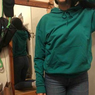 Turkos-grön hoodie från Carlings. Strl XS men passar också S