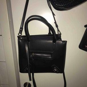 Superfin väska från Nelly, aldrig använd, frakttillkommer