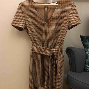 Supersnygg jumpsuit från Zara i toppenskick! 🥰 Fraktkostnad tillkommer