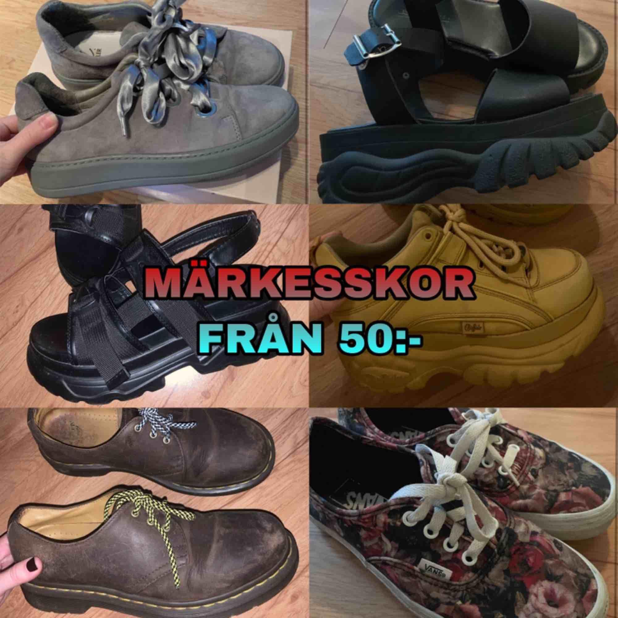 säljer flera märkeskläder & skor för bra pris! Kolla min sida! . Skor.