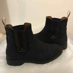 Säljer mina super snygga gant boots som är använda endast 1 vinter! Lädret och allt är äkta! Köpt från johnells för 1300/1400kr  Säljes för 800kr  Vid snabb affär kan jag gå ner i pris!  Kund står för frakt