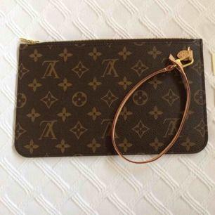 Säljer as snygga Louis Vuitton clutch bag (kopior). Har även andra märken. Finns även fler färger