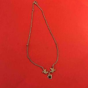 Halsband med fåglar och en hjärta  , pris inkl frakten