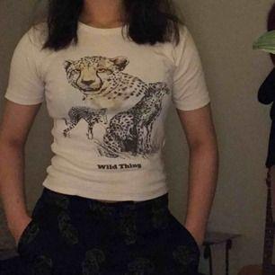 Säljer denna fina t-shirt då den inte kommer så mycket till användning. Köparen står för frakt, men kan annars mötas upp 🧚♀️
