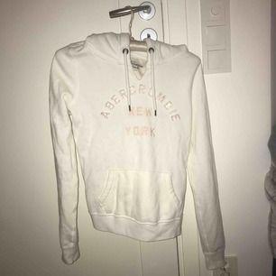 Abercrombie hoodie i mysigt material. Köpare står för frakt💞