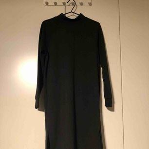 Sweatshirt klänning vadlång i storlek Xsmall passar en small också, märket är Noisy may. Köparen står för frakten