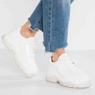 Vita Bronx skor, ordinarie pris runt 1000 kr. Bra skick använda fåtal gånger.