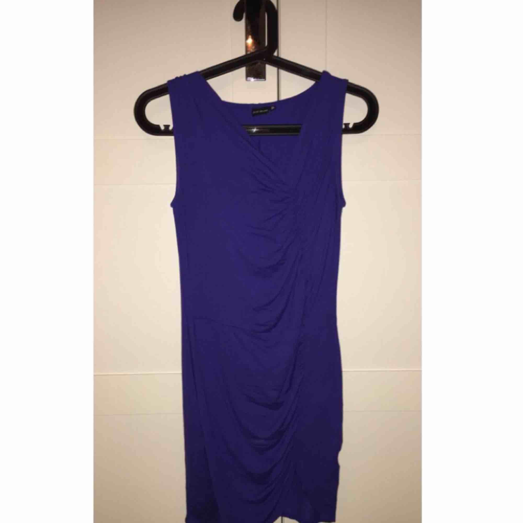 Säljer mina snygga blåa klänning, pris kan diskuteras . Klänningar.