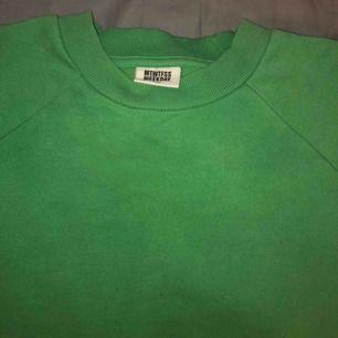 Grön sweatshirt ifrån weekday. Overzise i modellen och lite croppad. Pris kan diskuteras