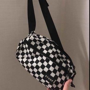 Cool rutig magväska, endast använd 1 gång. 🌸