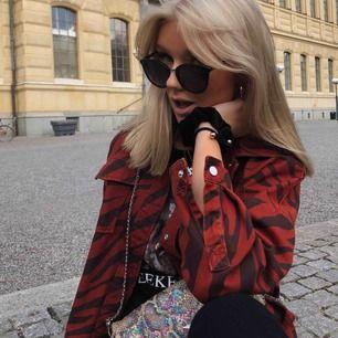 Säljer denna coola jacka från Zara som endast är använd ett fåtal gånger:)