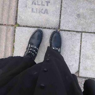 Ett par super snygga boots!!  Använda nu i höst men inga synliga skador eller skadade på något sätt❤️💜 Frakt tillkommer