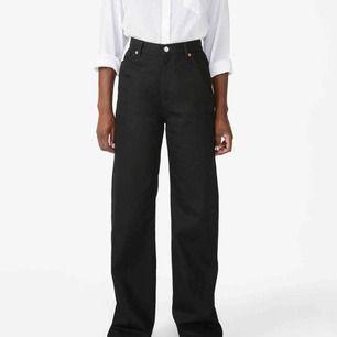 Yoko jeans från monki, slutsålda i flesta storlekar. Använda endast ett fåtal gånger, alltså i bra skick!! Kontakta om ni vill ha fler bilder!