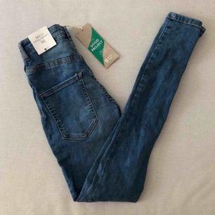 Jeans från Gina Tricot, nya med tags kvar.