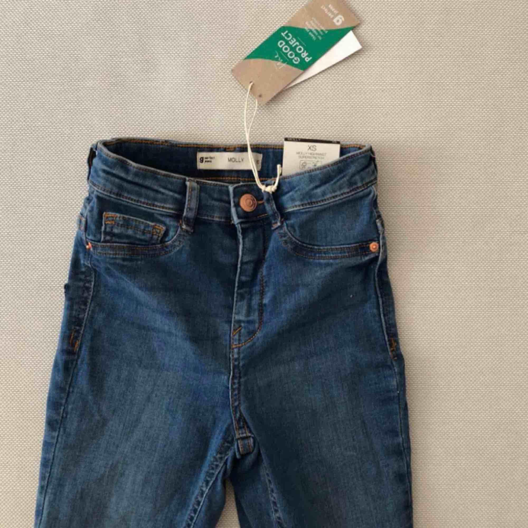 Jeans från Gina Tricot, nya med tags kvar. . Jeans & Byxor.