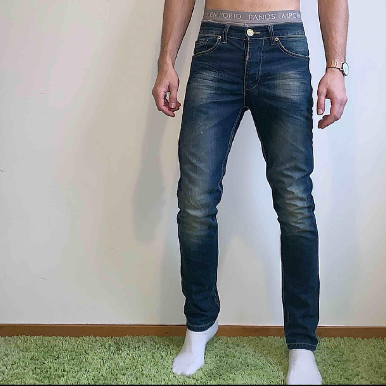 Adrian Hammond jeans köpta från Stayhard. Använda endast 1 gång. Ganska smal passform. Skick: 10 / 10 Ord pris: 799kr. Jeans & Byxor.