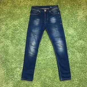 Adrian Hammond jeans köpta från Stayhard. Använda endast 1 gång. Ganska smal passform. Skick: 10 / 10 Ord pris: 799kr