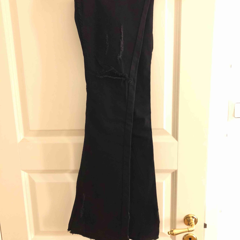Säljer pågrund av att jag har för långa ben. Jag är 174cm. Aldrig använda, prislappen är kvar. Priset går att diskutera :). Jeans & Byxor.