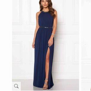Säljer nu min fantastiskt fina balklänning. Den är använd en gång så i nyskick Den är i storlek 34 Nypris 1199kr Buda. Men inga skambud.  Kan skickas mot fraktkostnad!😊 Säljes till högsta bjudande!