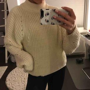 Vit/ creme stickad tröja