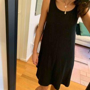 Svart klänning från Weekday