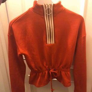 skitsnygg och bekväm tröja från ett märka som heter xoxo. nypris:300. säljer pga att jag inte använder den längre 💕