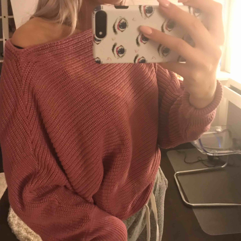 One shoulder stickad tröja. Stickat.