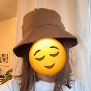 Brun bucket hatt från Weekday, helt ny! Frakt kostar 30 kr