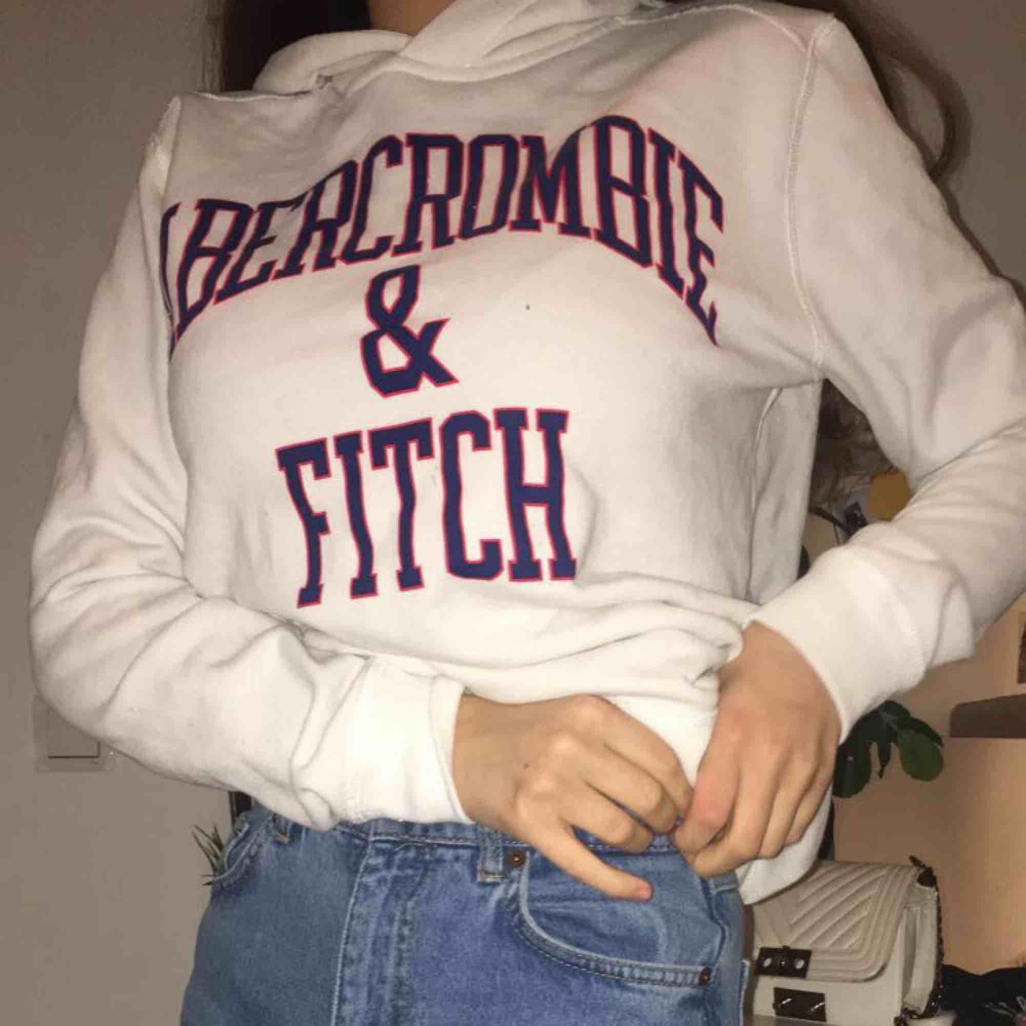 Jätte mjuk och skön Vit hoodie från abercrombie & fitch . Huvtröjor & Träningströjor.