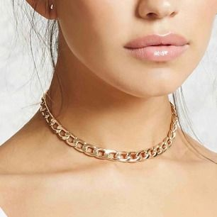 Choker liknande halsband i guld. Nypris 199 sek
