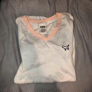 Ny pink tröja använd ca. 2gånger!  Fint skick