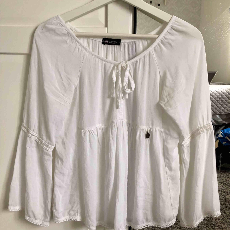 Jättefin vit blus från chelsea i Göteborg, använd få gånger . Blusar.