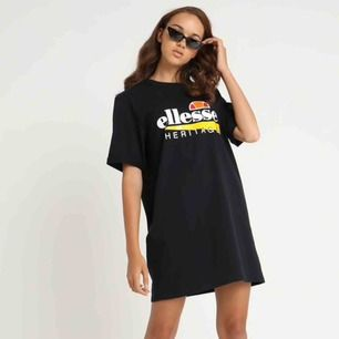 Asball tshirt-klänning från Ellesse! Helt oanvänd och prislappen kvar, köptes för 499kr.