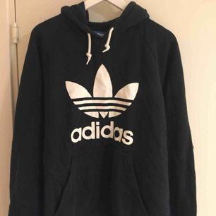 Hoodie i gott skick från Adidas Originals. Size: XL  ~~ 📍Varje plagg tvättas innan utskick.