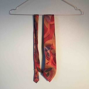 Så cool vintage slips från Beyond retro. smal design! Frakt 15 kr! Kan mötas upp i Stockholm.