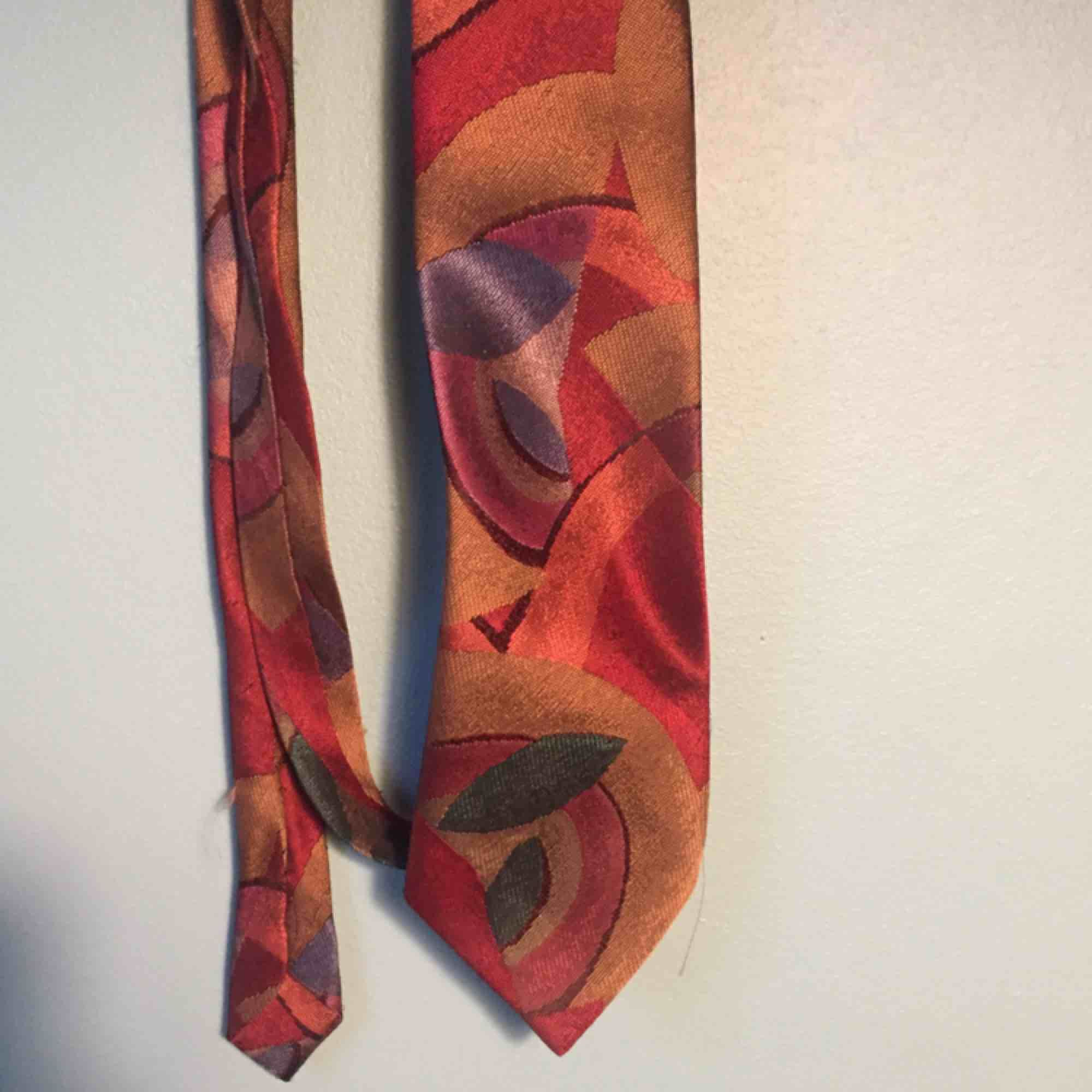 Så cool vintage slips från Beyond retro. smal design! Frakt 15 kr! Kan mötas upp i Stockholm. . Accessoarer.