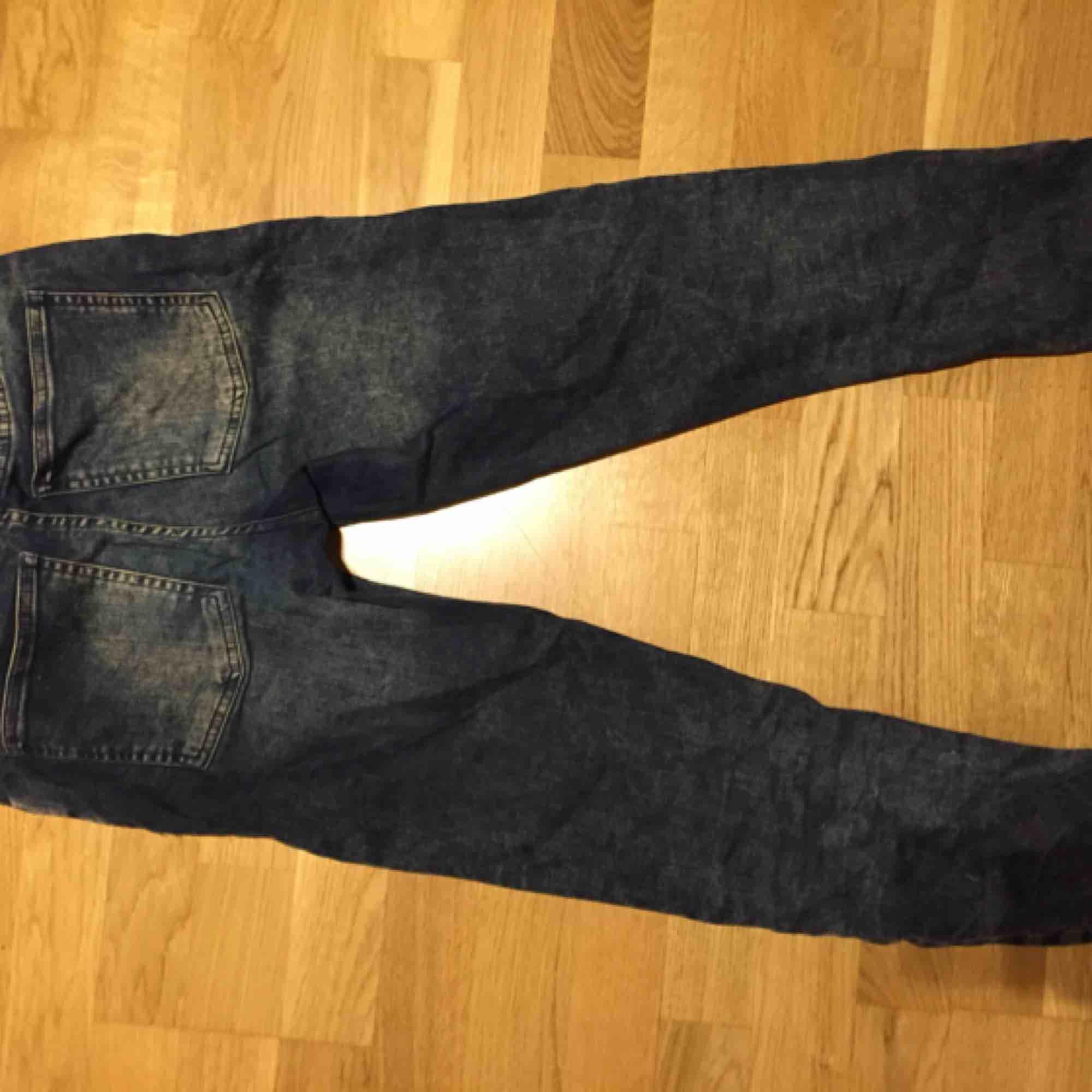 Fina jeans från Acne Studios. Size: XS/S  ~~ 📍 Varje plagg tvättas innan utskick.. Jeans & Byxor.