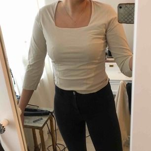 Offwhite/ljusbeige tröja i strl S