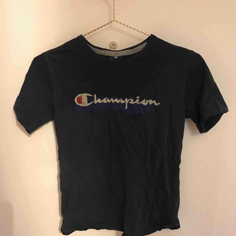 Använd några gånger, bra skick! . T-shirts.